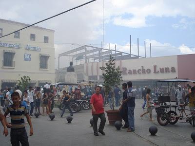 El 8 de abril de 2008 se produjo un incendio en la tienda El Encanto donde perdió la vida el joven Alejandro Clevillé Sariol, integrante del Cuerpo de Bomberos de Camagüey.
